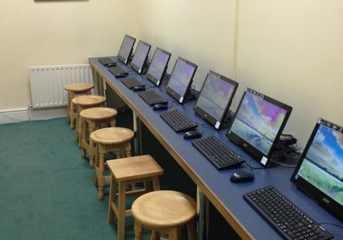 Salle d'ordinateurs