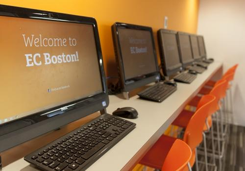 Salles d'ordinateur de EC Boston