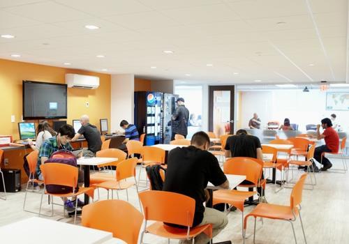Salle de détente étudiants de EC Boston