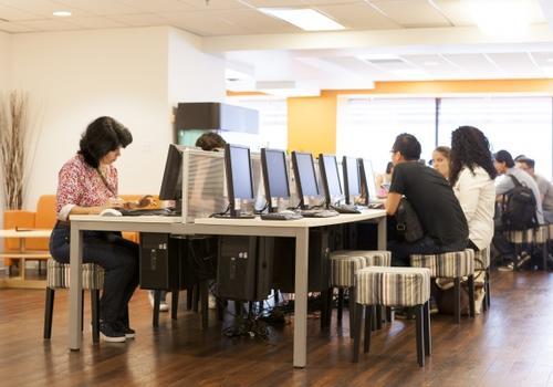 Salle d'ordinateurs de EC Vancouver