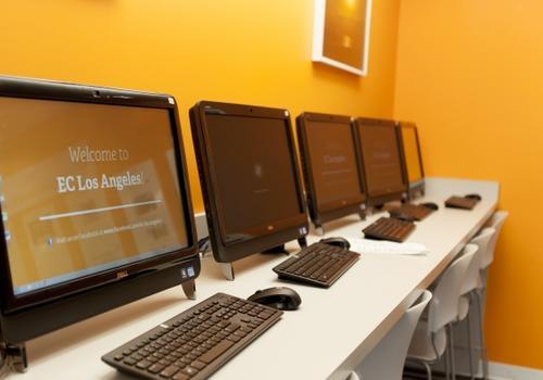 EC LA - Salle d'ordinateurs